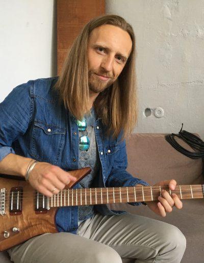 Robertas Semeniukas (Lava Guitar)